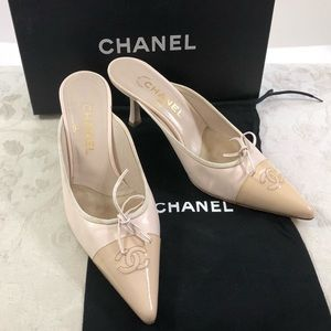 🆕 Chanel CC classic two tones mules 👡